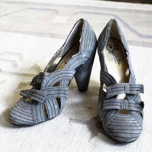 Anthropologie Seychelles double bow suede pumps